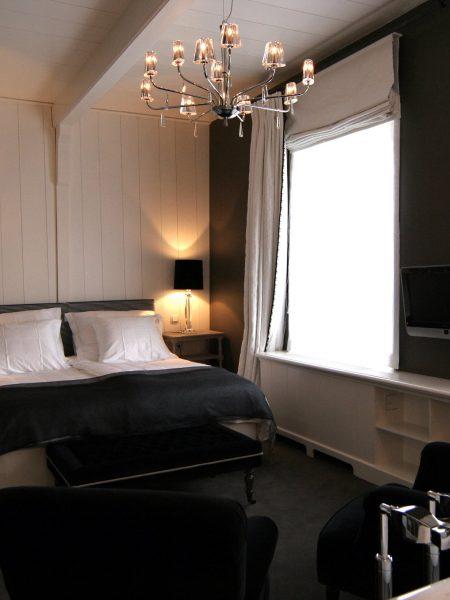 inn-on-the-lake-black-white-room-12