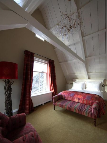 inn-on-the-lake-red-room-7